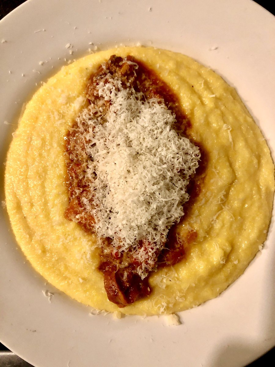 RT @SoyMatiR: Polenta bien cremosa, con bolognesa liviana y parmesano rallado. Rico y fácil como tu vieja https://t.co/AyToLzVibT