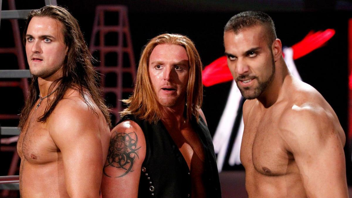 Get released.  Bulk up.  Grow a beard.  Come back and make a statement.  It's the 3MB way 😏🤘  #WWERAW https://t.co/vTNIK1Mqlw