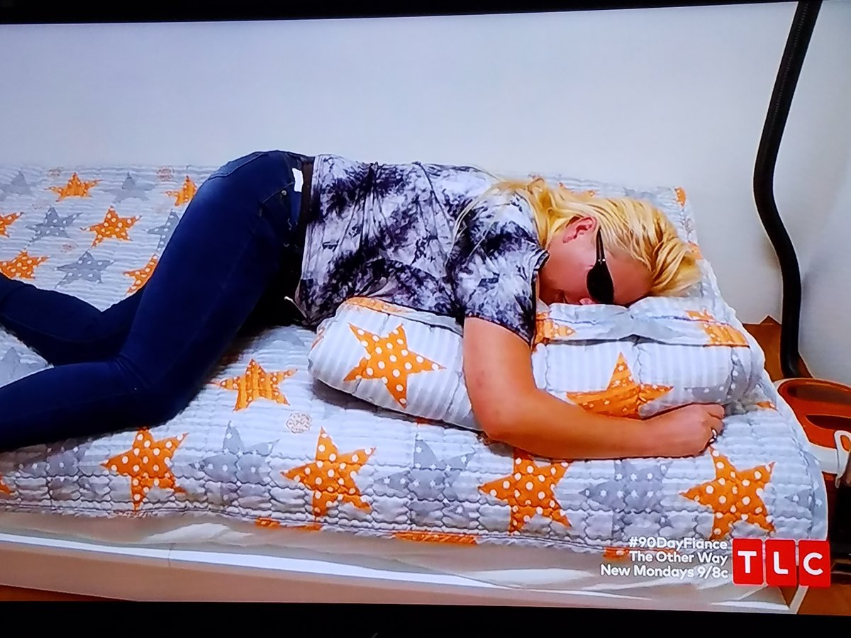 Deavan's mom looks like Dog the Bounty Hunter here.  #90DayFiance #90dayfiancetheotherway <br>http://pic.twitter.com/llWfqIvvVO