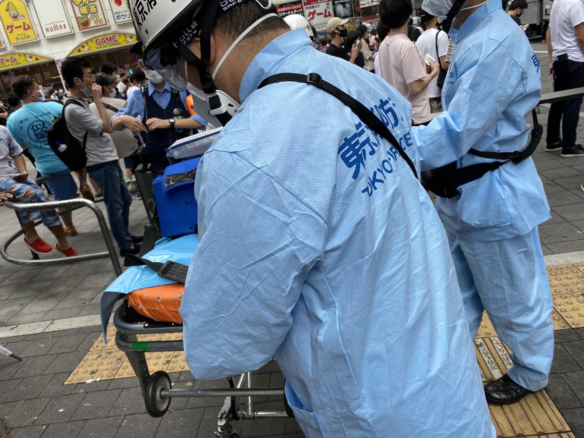 マルハン新宿東宝ビル店で急病人発生で救急隊が駆けつけている画像