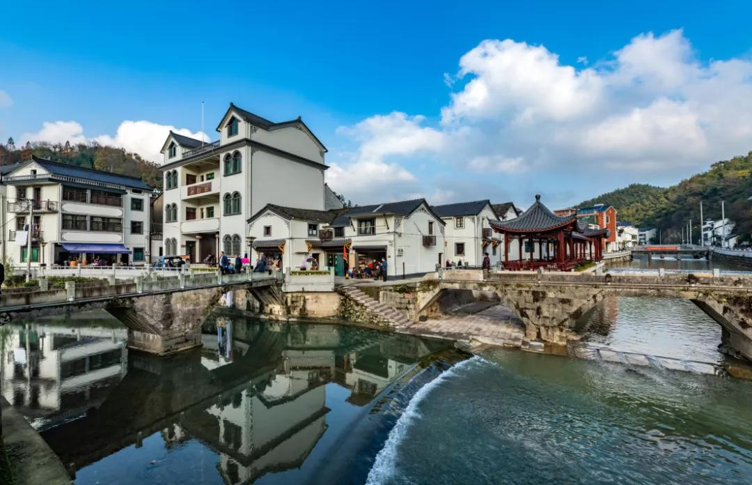 Dazhang Village, Fuyang is a historical village with a history of more than 800 years. The majority of the villagers share the same surname Zhang. They are descendants of Zhang Heng, who ranked No. 1 during the imperial examination in 1057 in the Northern Song Dynasty. https://t.co/v6YbUj2dK7