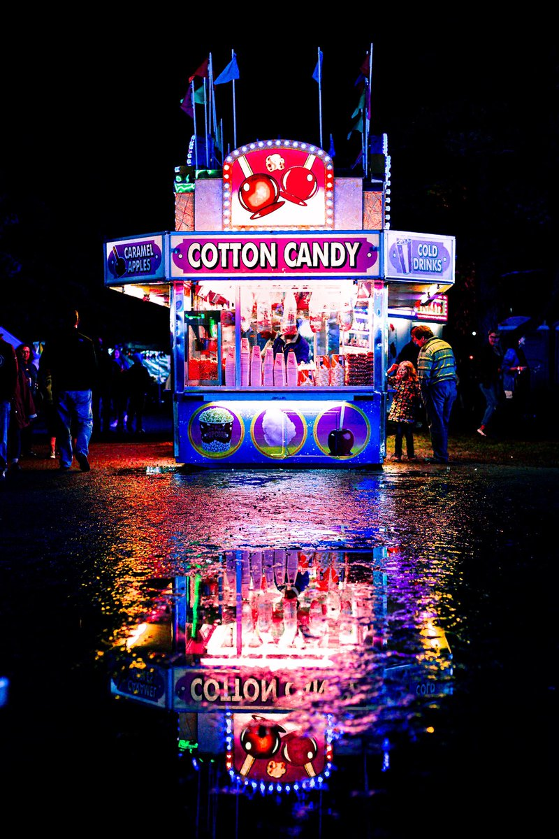 Missing fairs this summer. So many sick neon photo opportunities. Gonna be a long wait. 📸 #strangerthings #vibe https://t.co/Uzqs3OJhXj