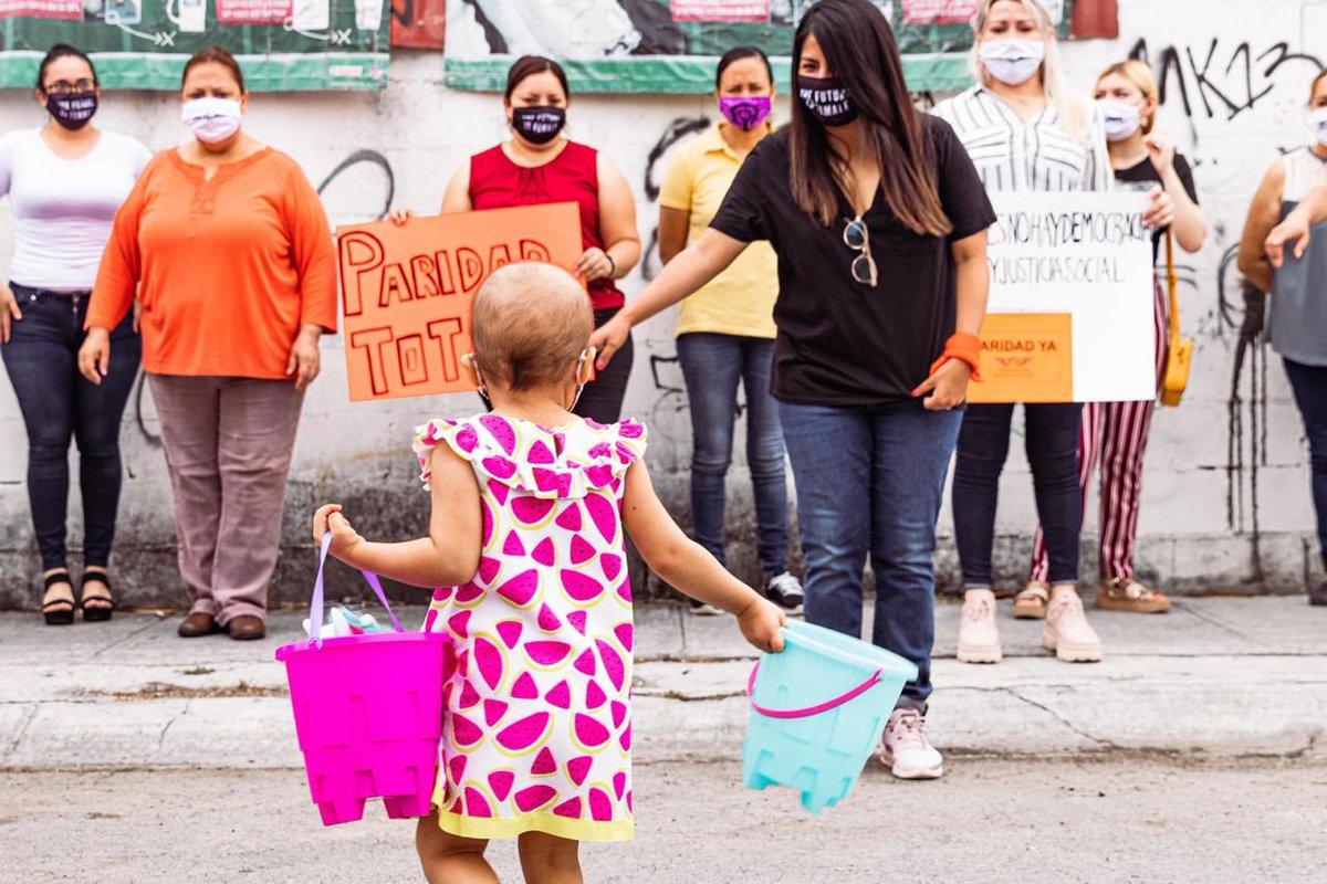 Gracias @LauraDDHH y @JulietaMRabago por acudir al llamado de Aideé. No cabe duda, que las mujeres hacemos redes de apoyo fuertes. Las causas de las otras, son nuestras causas. Y la de Aideé ha movido hasta afuera de su barrio. 💖🤍💜 https://t.co/7V7ZOKtteT
