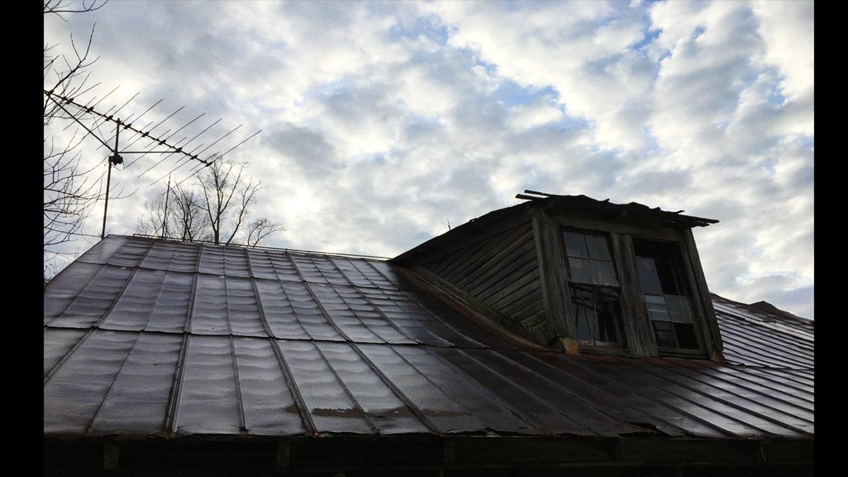 I like looking up at this old, dilapidated tin roof at dusk. It's ominous and emtional. #indieartists #photography https://t.co/6MhCFIqcM8