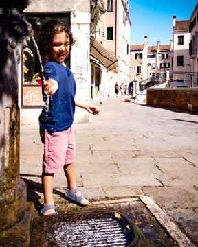 We've been thinking about a way that we can support the wonderful people of Italy.  Help us support Italy http://carryonwithkids.com/shop  #takethekids #familytravel #prayforitaly #loveforitaly #virus #travelwithkids  #kidsofinstagram #wash #italywithkids #italy #flattenthecurvepic.twitter.com/Ck1jgtFyFq