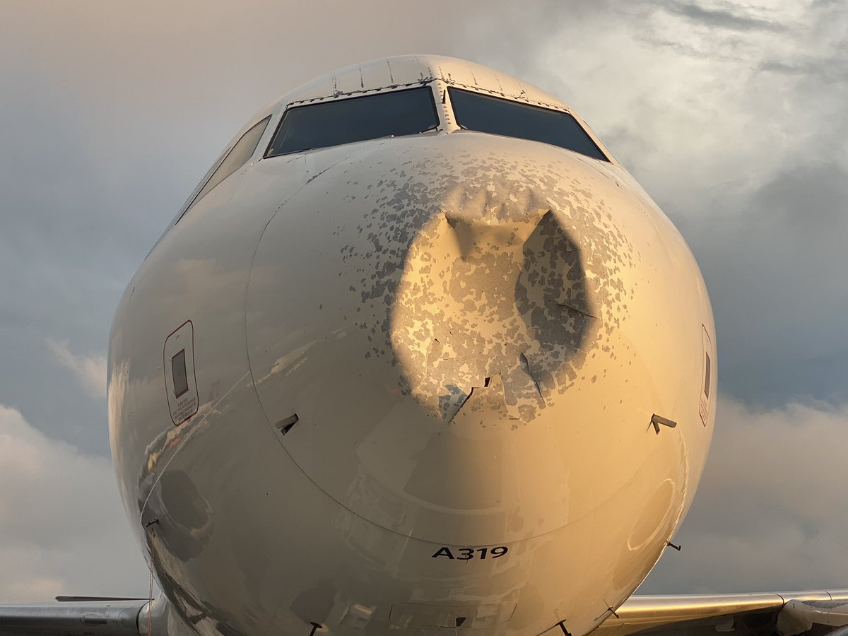 Delta flight to LGA diverted to JFK after it was hit by hail tonight. Wow