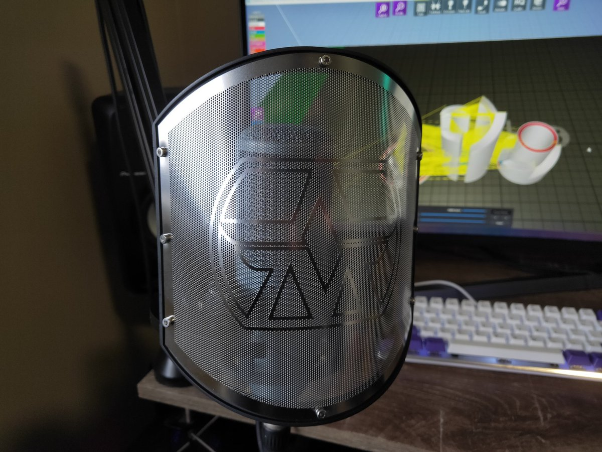 Finally adding a shock mount and pop filter to the mic, gotta say metal etching is a mad process, this SS mesh is crazy intricate!