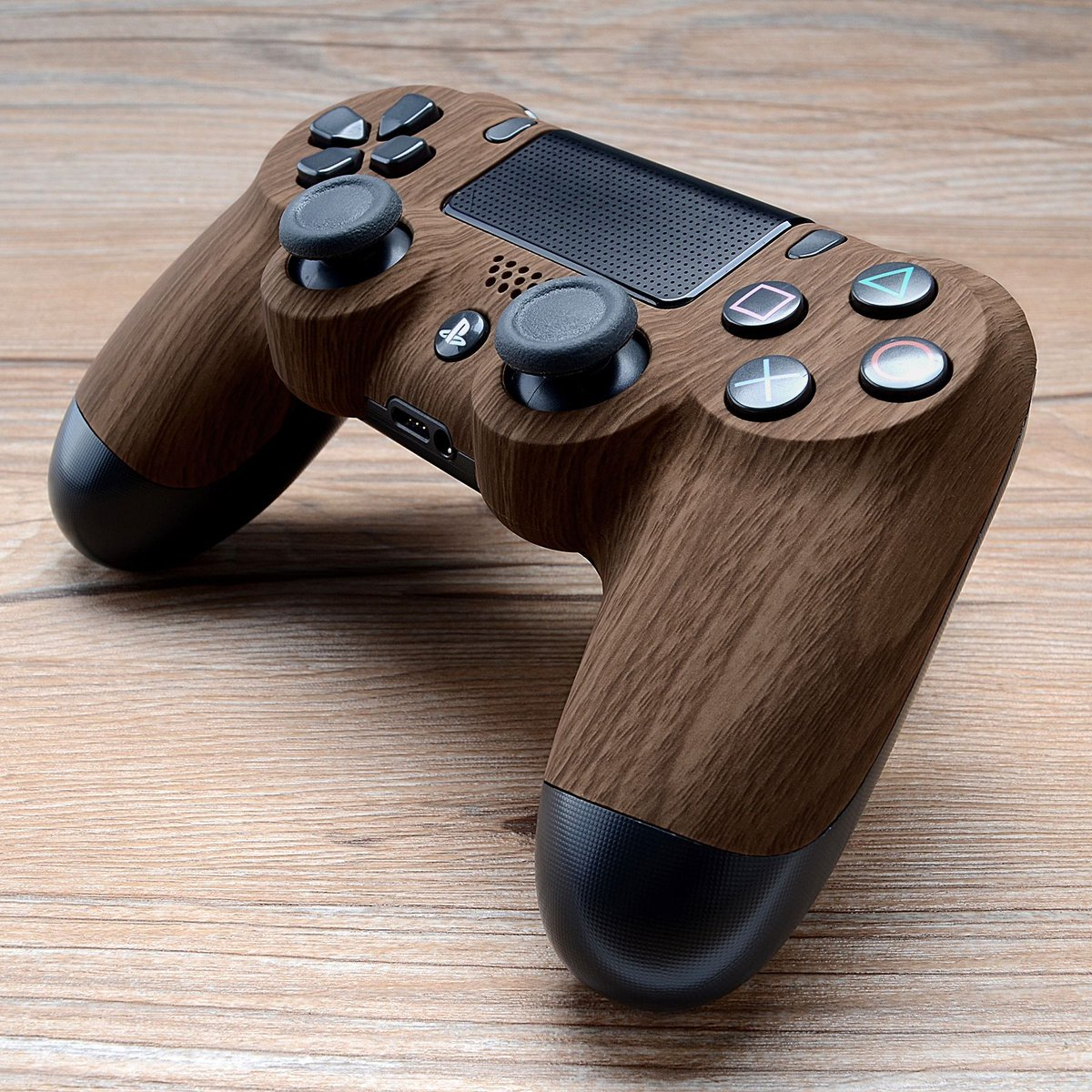 Hard-wood kinda night. http://iconiccontrollers.com #GOICONIC #BEICONIC  #ps5 #ps4 #playstation #dualshock4 #ps4controller #ps4modspic.twitter.com/Fa7DKkrFcu