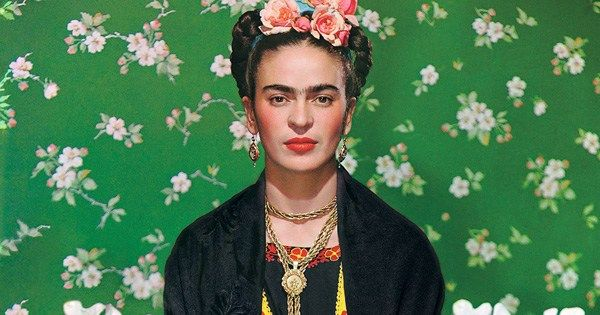 """I do not think that the banks of a river suffer because they let the river flow."" Frida Kahlo, born on this day in 1907, on how amplifies beauty – her gorgeous tribute to the love of her life brainpickings.org/2016/01/22/fri…"