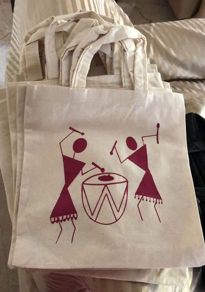 Many of you are inquiring for less number of thambula bags. Here we have customised for you.  WARLI painting thambula bags ! It's trendy, traditional, eco-friendly and useful bags .  Size: 10 by 10 inches  Just  Rs 250 for ten pieces   Call or WhatsApp 8971800223 pic.twitter.com/lJlqueJuh3