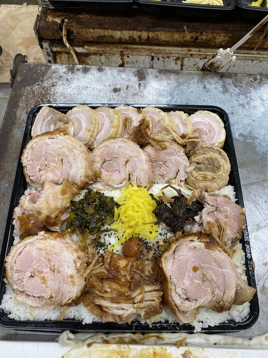 真面目に…作らなかった…盛り付け…デタラメな…3キロ…チャーシュー…弁当…チャーシューは…美味しい…よ…見た目…最悪…でも…美味しい…