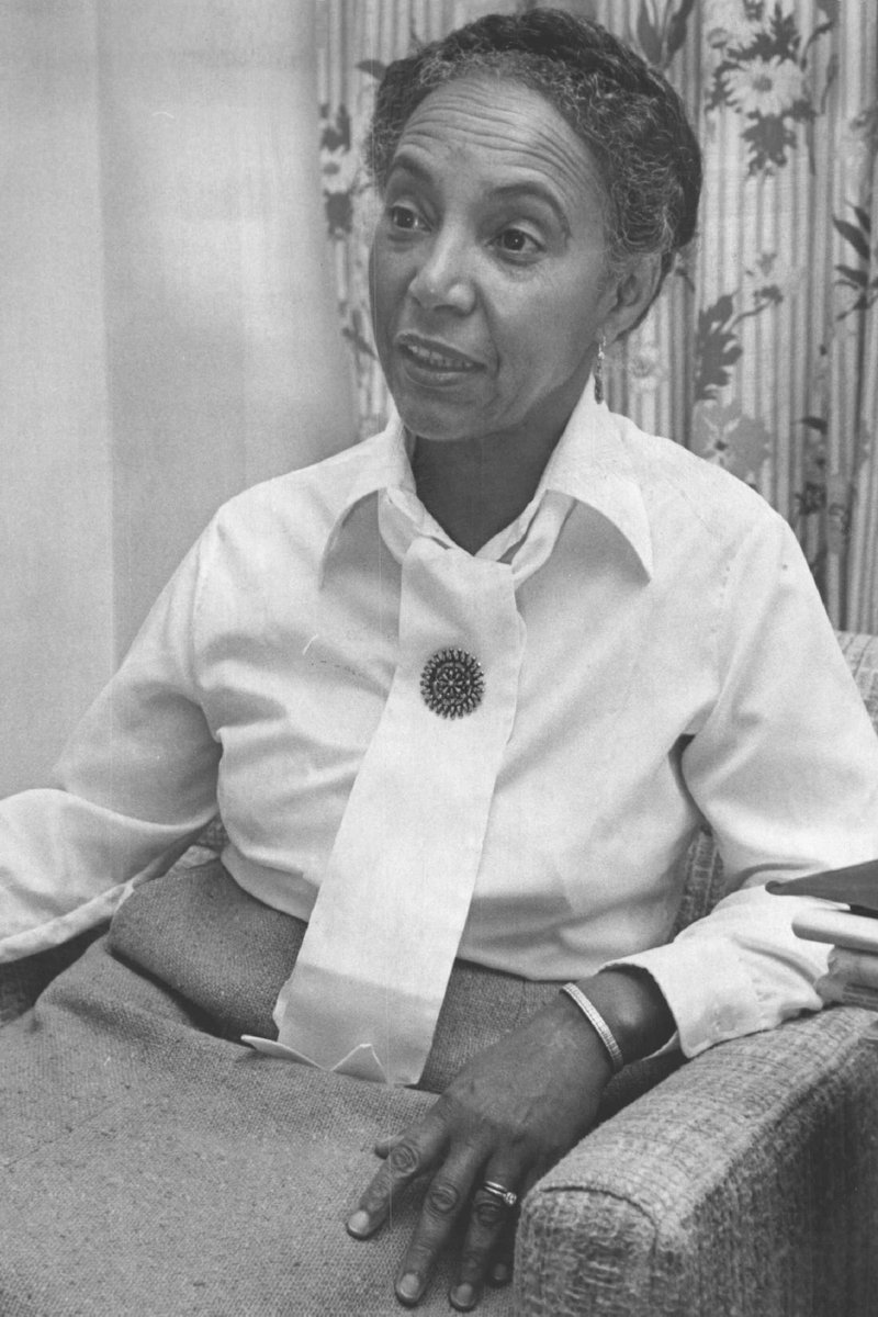 In 1948, after pressure to change its racial discrimination policy, Margaret Morgan Lawrence became Columbia Psychoanalytic Center's first African-American trainee. In 1953 she became one of the US's first practicing child psychiatrists.  https:// healthmatters.nyp.org/happened-dr-ma rgaret-morgan-lawrence/  …  #WomenInSTEM <br>http://pic.twitter.com/s8v1wAd6To