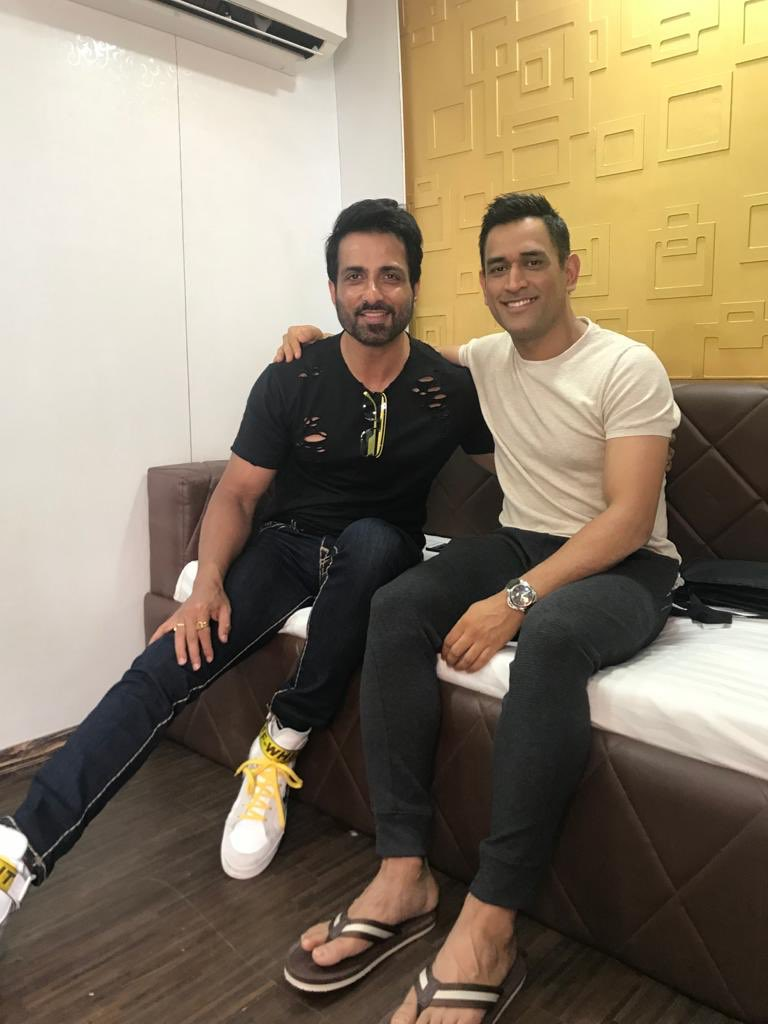 Many happy returns of the day Mahi bhai @msdhoni have a great year ahead.  ❤️ https://t.co/xQpKAK3KuQ