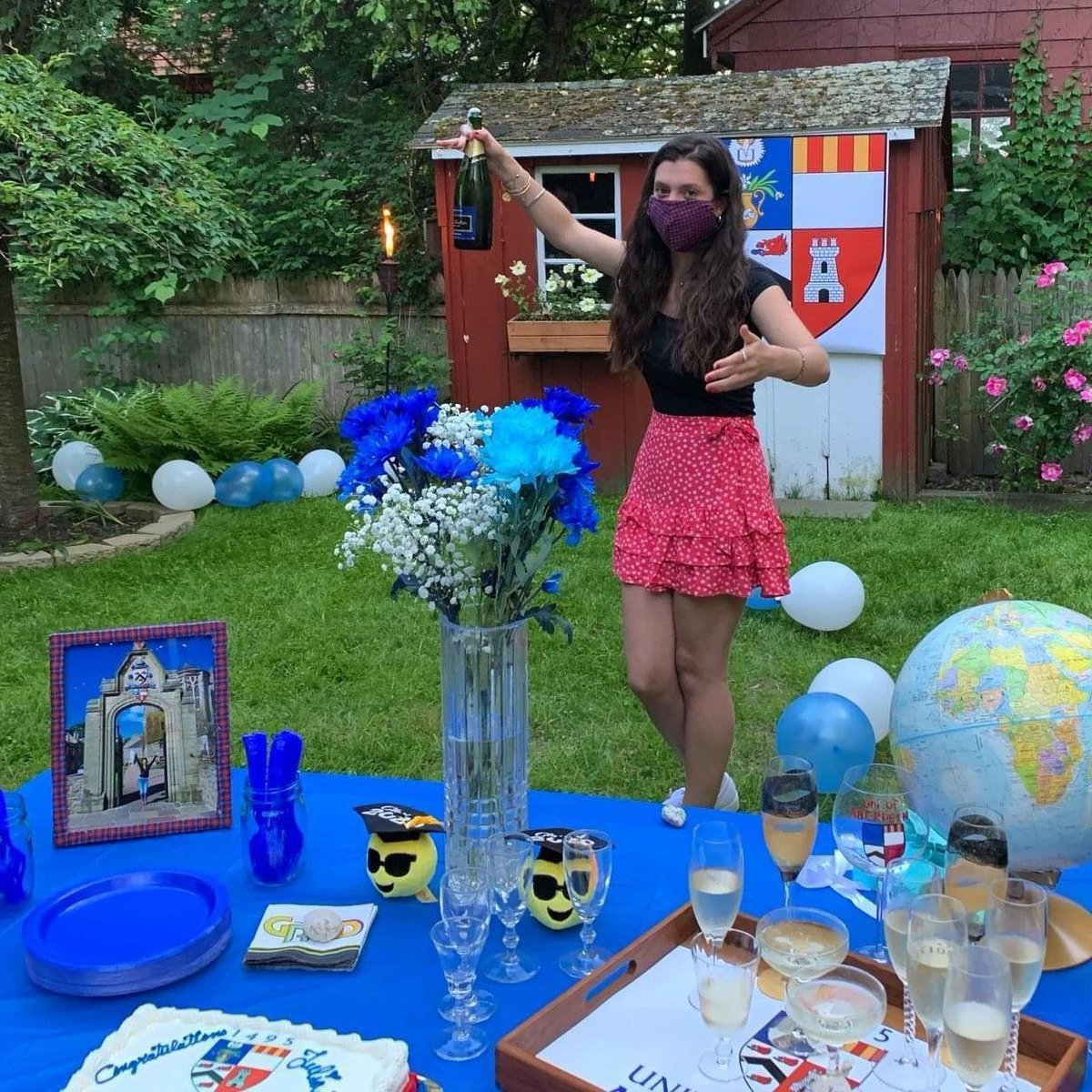 Julia Stockwell celebrated her graduation with a University of Aberdeen-themed garden party at her home near Boston, Massachusetts -  even featuring UoA tartan face masks! Congratulations Julia and to all our graduates! 🎓🎉 #Classof2020 #ABDNFamily https://t.co/zCjiimbU9g https://t.co/PslKoYL4uq