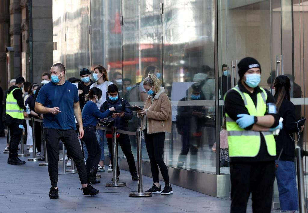 Australia's second largest city heads back into coronavirus lockdown https://t.co/idUCwFkI0d https://t.co/pLqHfSYQ2o