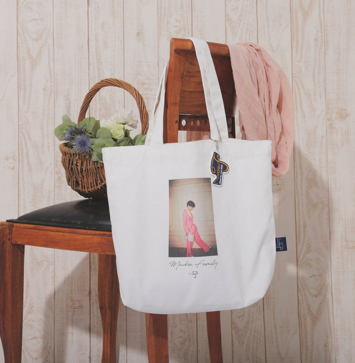 【プリントトートバッグ】皆さんこんにちは!#レジ袋 の有料化が始まりましたね。#mackenfamily 限定グッズに #トートバッグ があるのはご存知ですか?サブバッグやエコバッグとしてご活用ください♪ご購入は👉ご入会は▶️#真剣佑#新田真剣佑