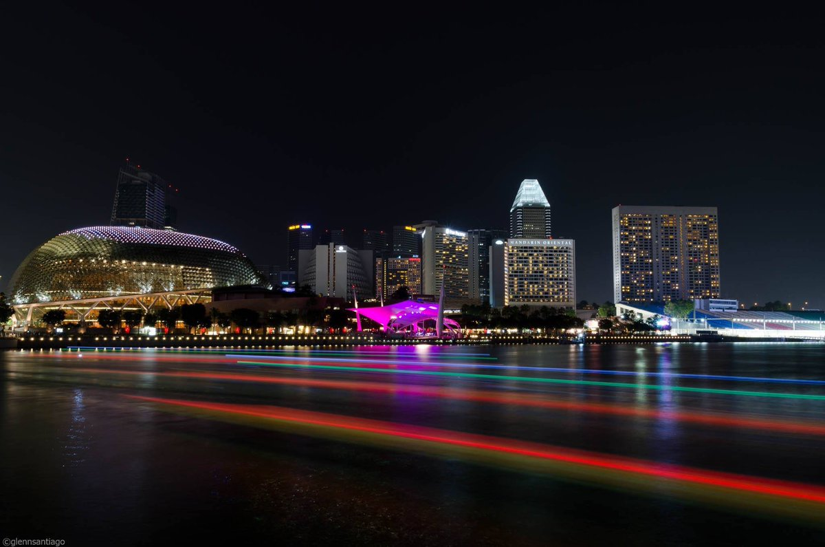 My first successful long exposure shot! Missin Singapore and my Love! @terain_jhen #nikon #sigma #lightroom #singapore #longexposure #lightrails #photography #cityscape pic.twitter.com/OzEuEMn4c3