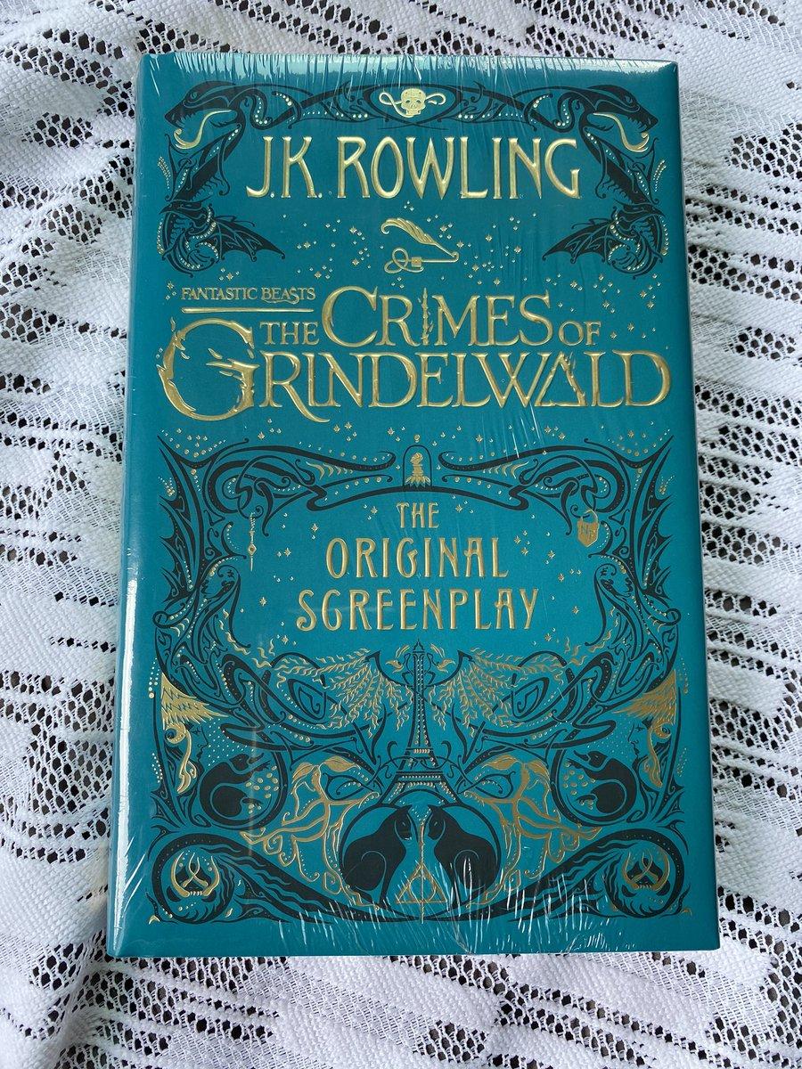 พร้อมส่ง หนังสือ fantastic beasts the crimes of gridelwald ปกแข็ง ราคาปกติ 695บาท ลดพิเศษสุดๆ เหลือเล่มละ 150บาทค่ะ เหลือ 6เล่มสุดท้ายค่ะ #รับหิ้ว #รับหิ้วหนังสือ #หนังสือ #หนังสือภาษาอังกฤษ #แฮร์รี่พอตเตอร์ #HarryPotter #FantasticBeasts https://t.co/mkTstbS2Wu