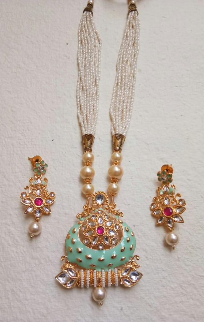 Hey #Mumbai  #handmadejewelry #handmade #jewelry #jewelrydesigner #fashion #jewellery #necklace #accessorie #handmadewithlove #jewelrydesign #love #handcrafted #style #jewelryaddict #art #jewelrymaking #jewelryforsale #jewelryforgift