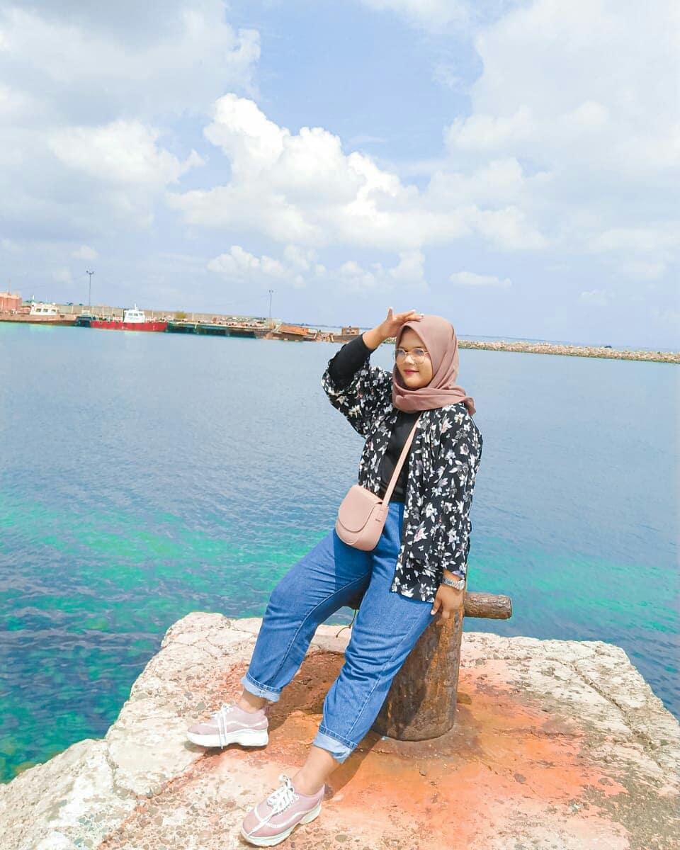hai sea  photo by : @lisamaghrofah127  In frame Bawahan : Celana Boyfriend Highwaist BZ 803 Pertanyaan ? Pembelian ? Klik link diprofile kita girls _______________ #OOTD #Fashion #Style #Travel #Hijab #FashionBloger #OutfitOfTheDay #OOTDHijab #Hijabers #Girl #Fashionista