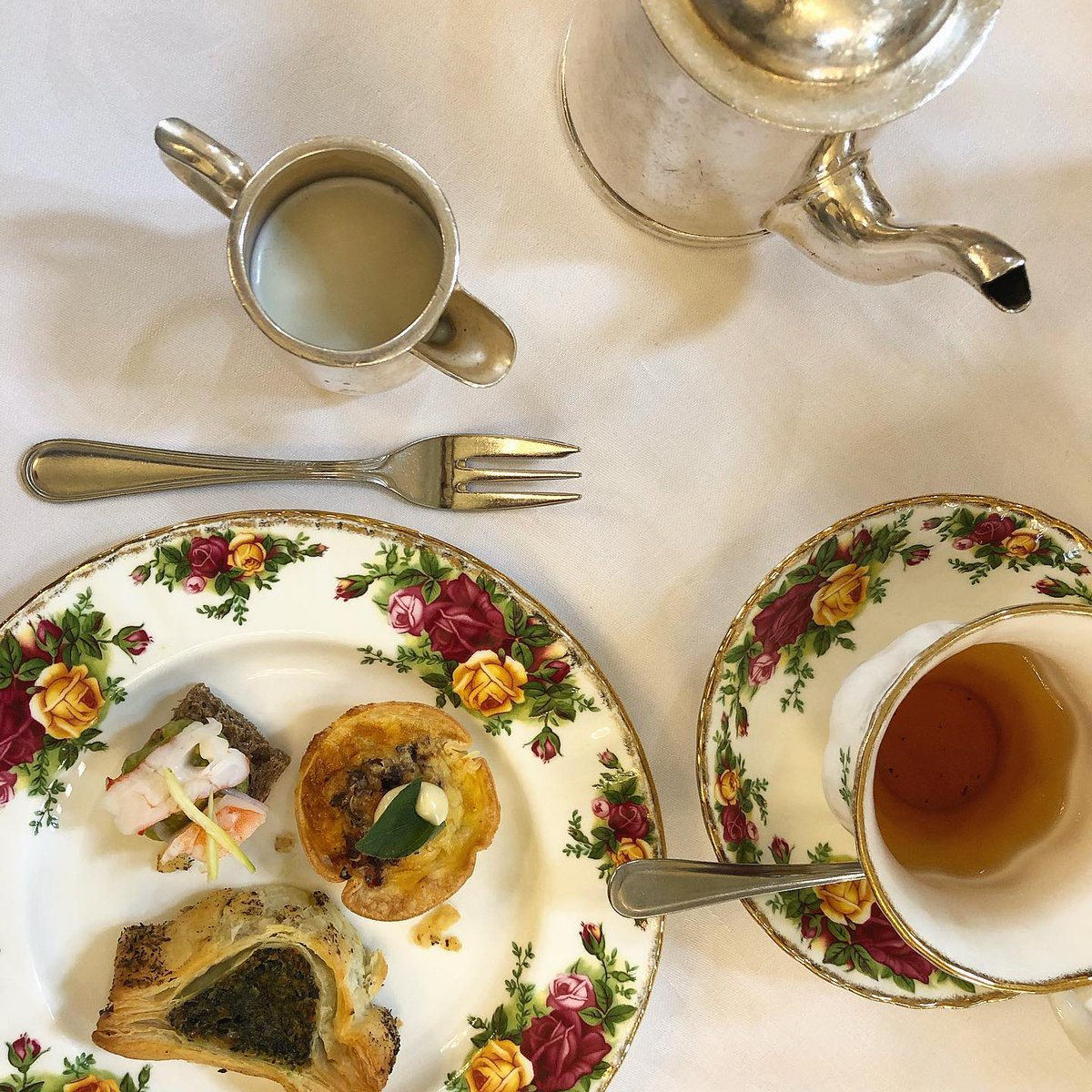Mum's birthday calls for #afternoonhightea #sydneyeats pic.twitter.com/xDylVg0bEy
