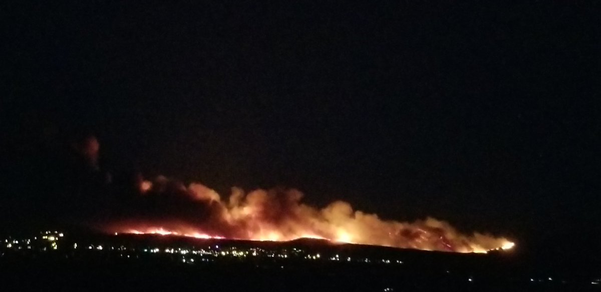 Two things you never want to see together - large active flames and city lights #NumbersFire  Photo: Kitty Ribble Latest: https://t.co/kv0iTStpyp https://t.co/BhDc5mbvR9