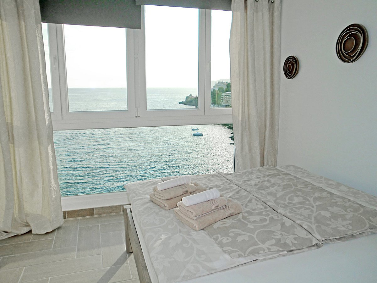 - Wir bringen Sie auf die Insel.  Penthouse Appartement in erster Meereslinie in Santa Ponsa.  Preis :    980.000,-- Euro    #Mallorca #santaponsa #PURMallorca #baleares #beach #propertyforsale #appartementforsale #mallorcasouthwest #meerblick