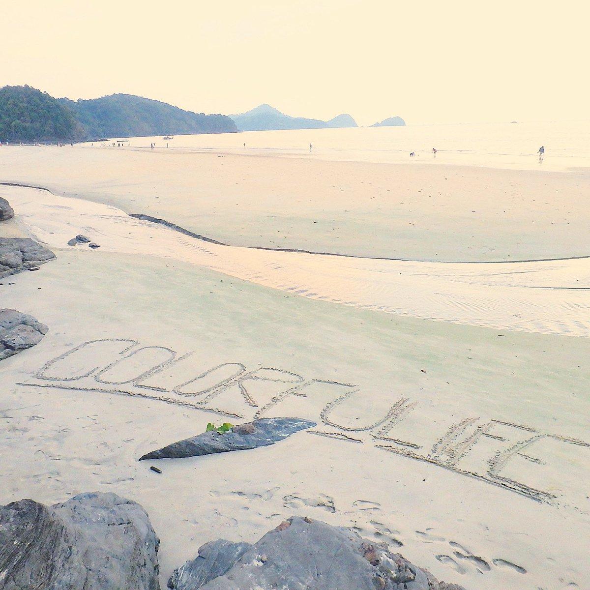 いつかの砂浜遊び🐋 7月もオンラインショップは営業しております。是非ご覧ください💛 #ビーチ #海 #beach #vacation #海外旅行