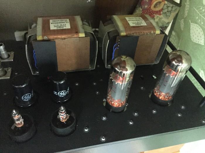 お店でBGMを流すのに使っているアンプを10年くらい前に作った真空管アンプに替えました.別に音がどうのこうのではなく仕舞っておくのももったいないので.電気代はかかるけど.pic.twitter.com/SzlNwbDbcV