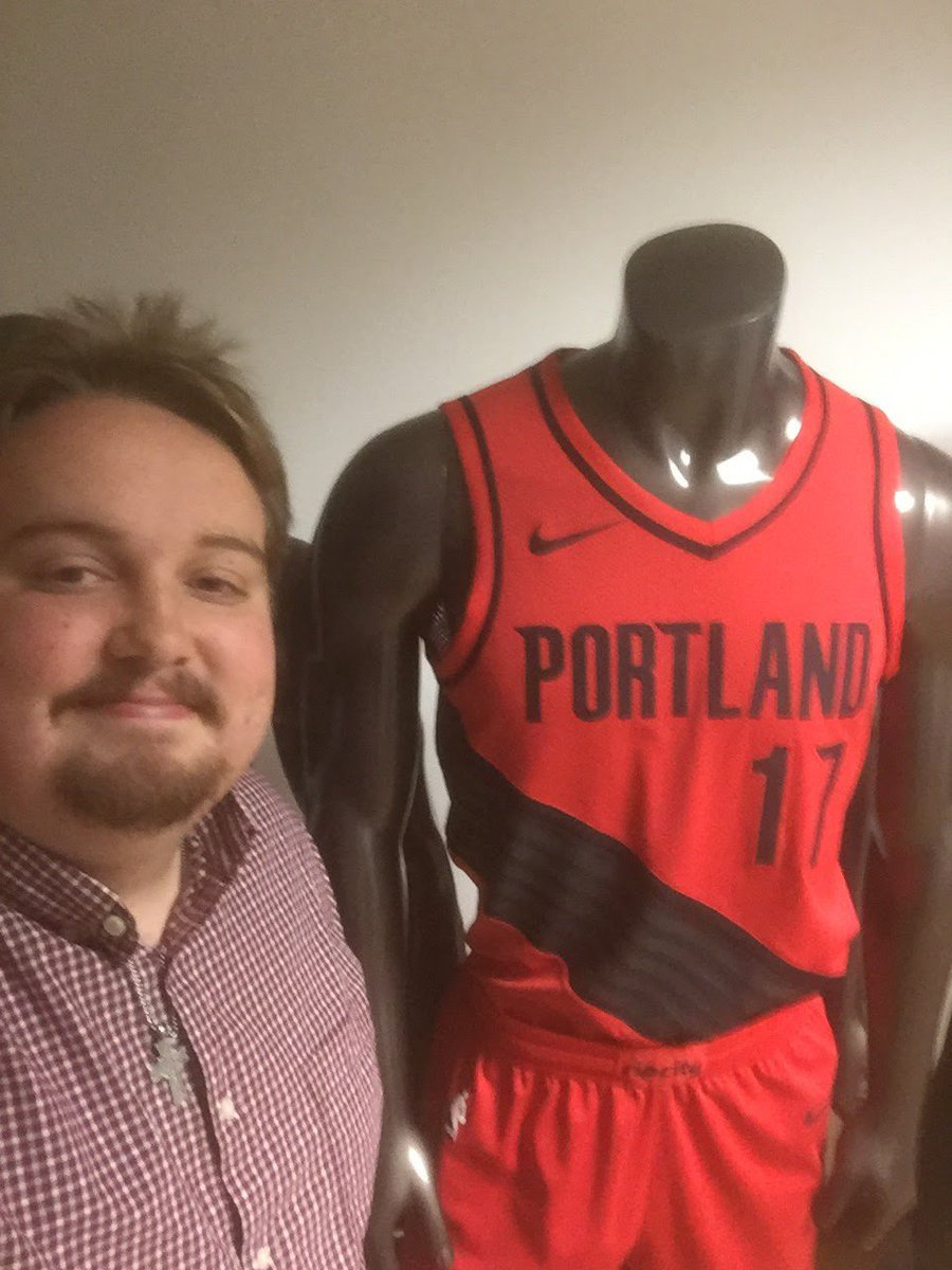 My first day on the job, September 2017. I was just a kid who was star struck being able to work for my favorite basketball team. I will ALWAYS love #RipCity https://t.co/lGnDJjp4um