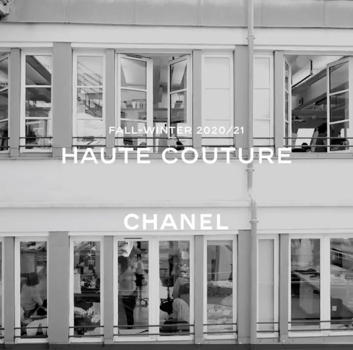 CHANEL présente son défilé Haute Couture 2020/21 en ligne. 📆 Rendez-vous aujourd'hui à midi, heure française, sur les supports digitaux de #CHANEL. #CHANELHauteCouture #VirginieViard 👉 https://t.co/D1Kctf3DPO L'héritage de Coco Chanel #espritdegabrielle https://t.co/nDZ9kKEWFm
