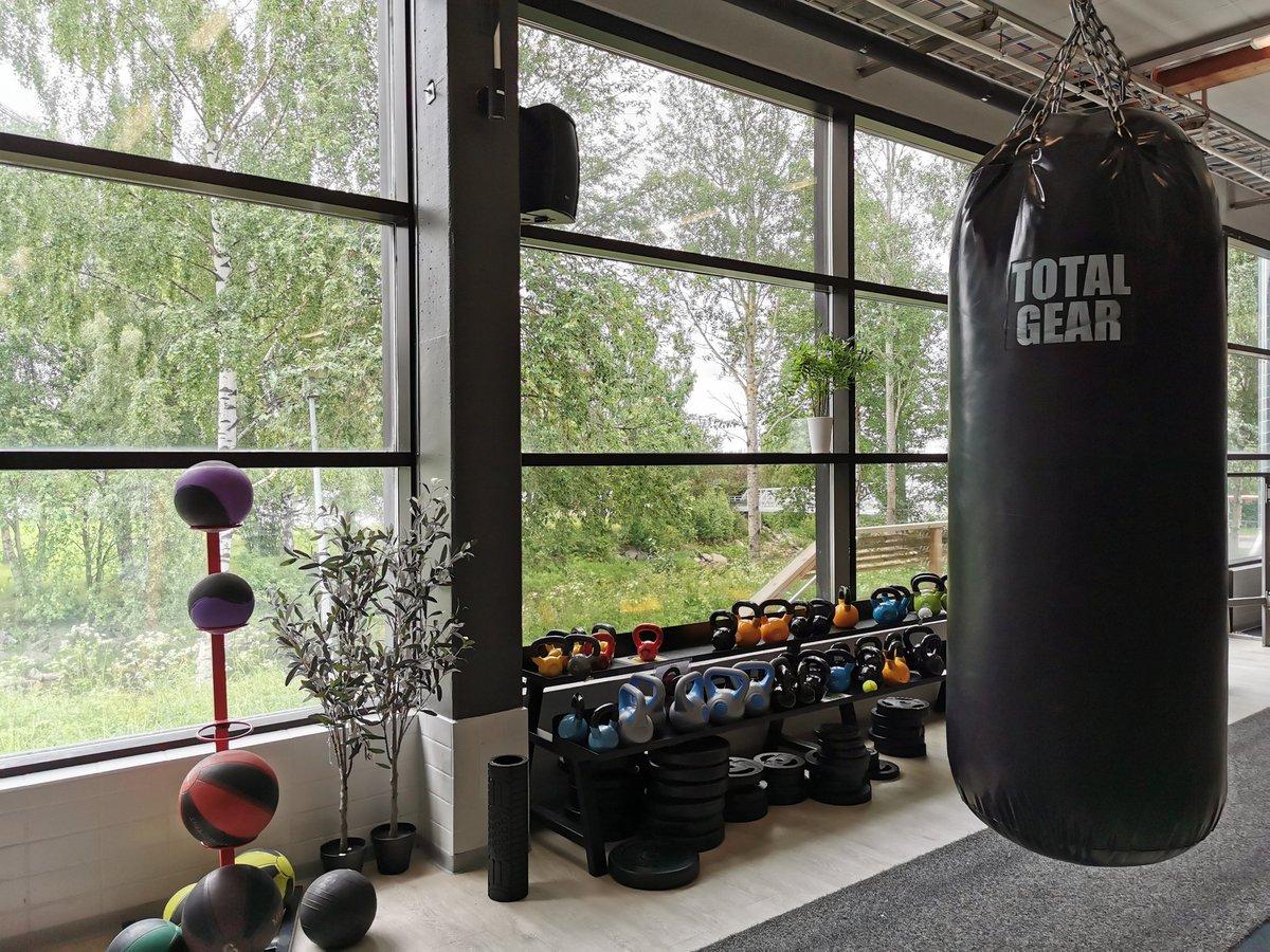 Kuntosaliremontti: tärkein kuiten löytyi #nyrkkeily'säkki #boxing 💪 #fitness studio with a #view #Tornio #lappari #sports https://t.co/jofYnGFJbd