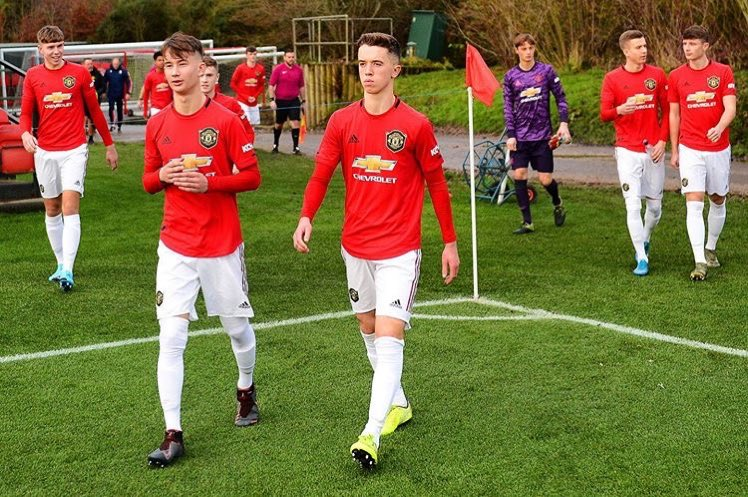 Harvey Neville (Phil Neville's son) has signed his first professional contract with Manchester United. #MUFC https://t.co/GdtVstgno1