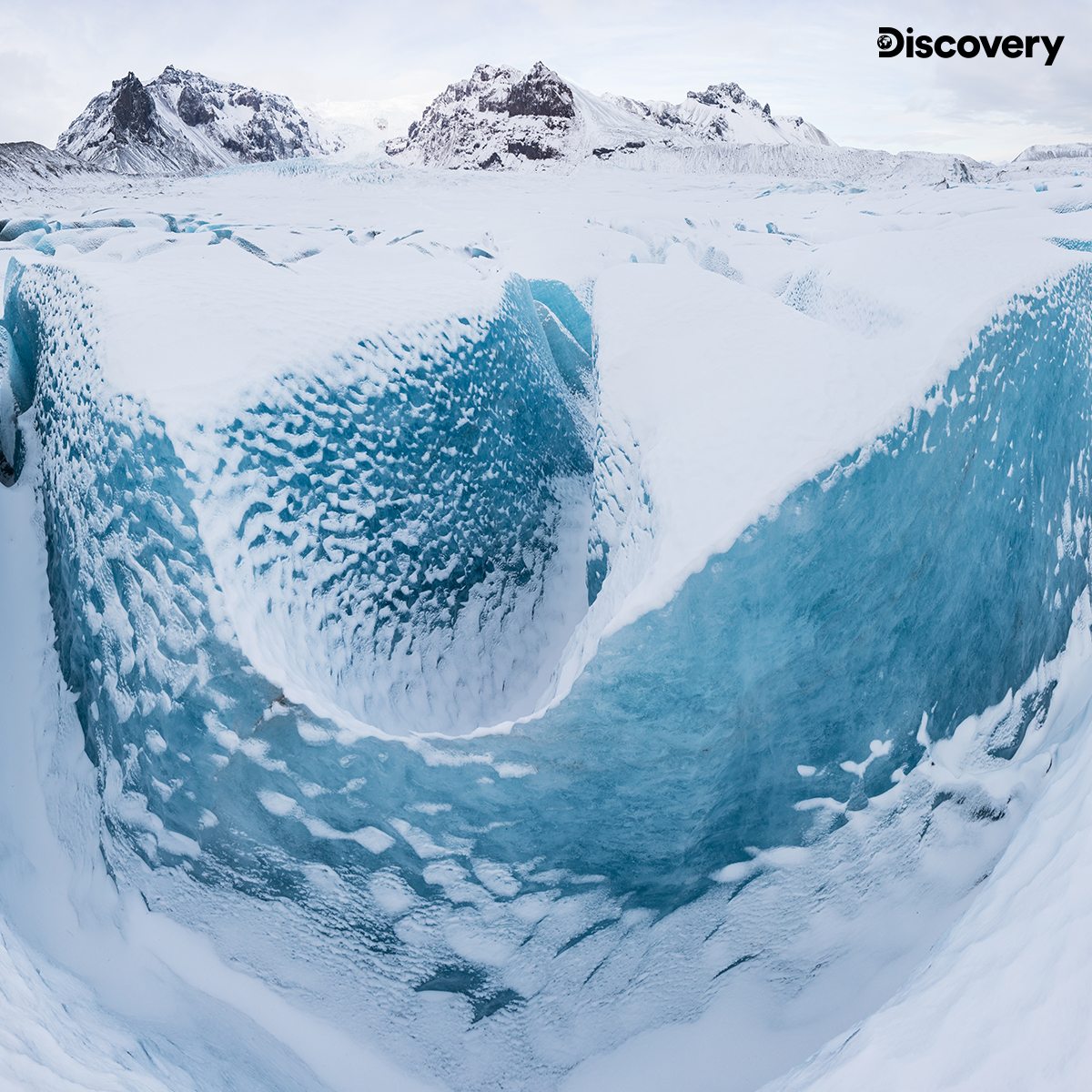 One of the youngest landmasses on the planet, Iceland was formed about 25 million years ago. The Vatnajökull National Park is an iconic volcanic region which is home to Vatnajökull, an ice cap that covers more than 8% of the island nation. #DiscoverEarth pic.twitter.com/6t4mUCtL0X