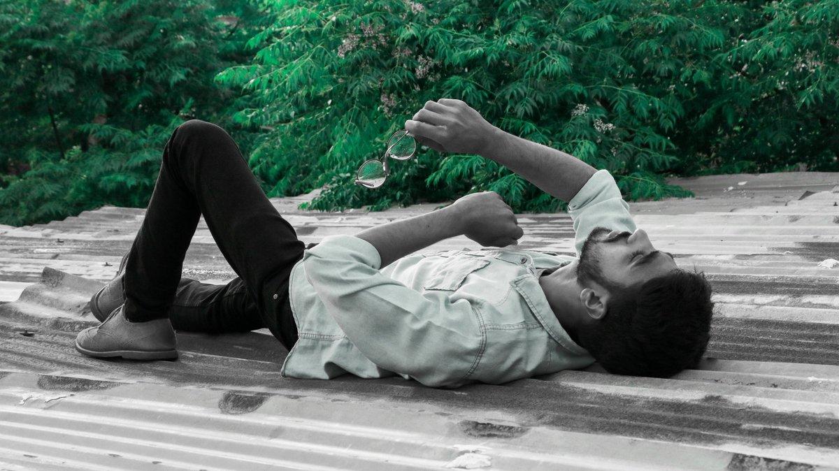 What makes you happy? . . .  #photography #igphotography #shutterpakistan #igphotographers #photographersoninstagram #moodygrams #agameoftones #exploring #aesthetictumblr #aesthetic #photographersonig #illgrammers #exploretocreate #creativephotography #click_vison #nikonglobalpic.twitter.com/8mGu0KKQi7