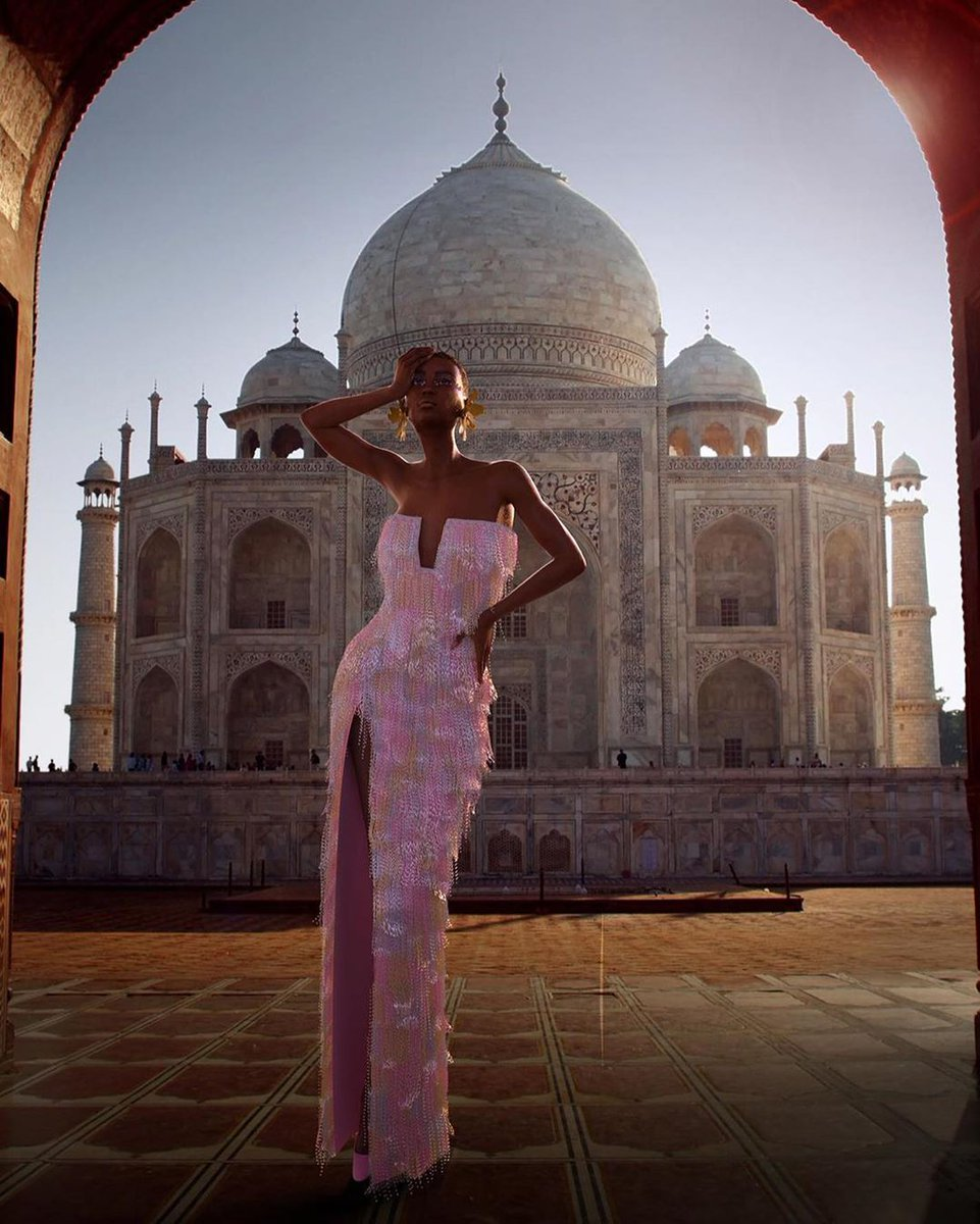 Meet #RalphAndRusso's new muse, named Huali, an avatar representing the ultimate modern woman. Every painstaking detail of the new fall-winter 2020 #hautecouture collection has been digitised on the Swahili-named model, who is posing in various iconic locations around the world. pic.twitter.com/k8J7BLOrFE