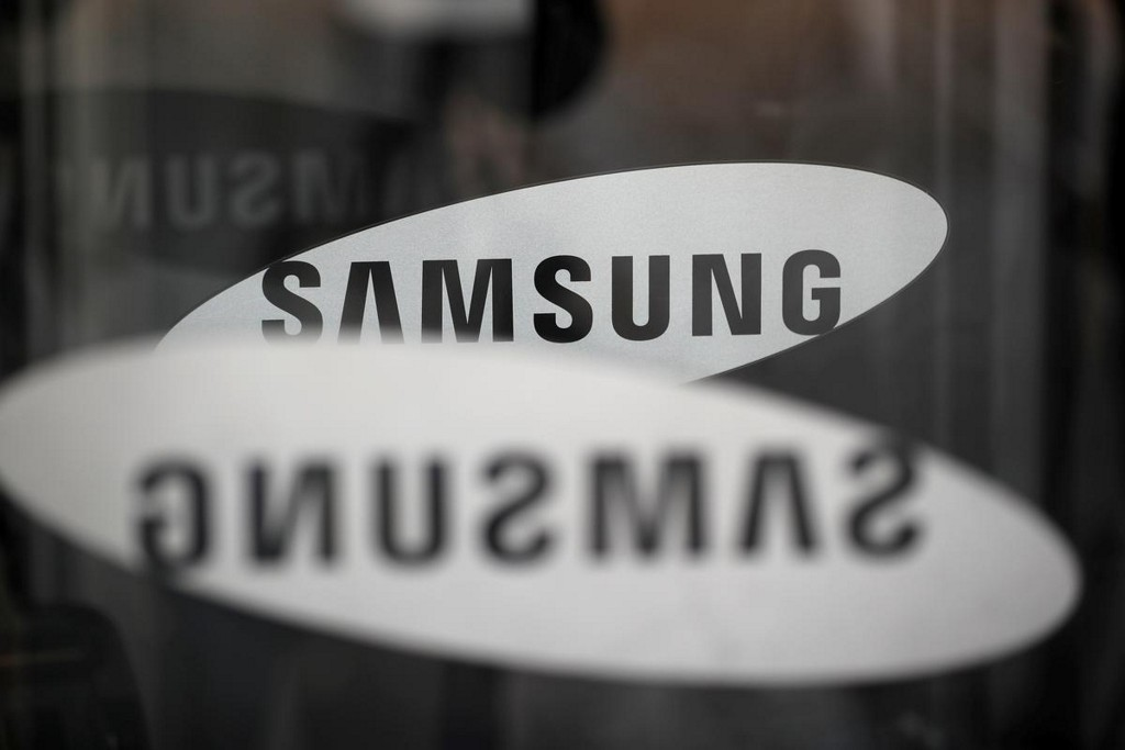 Samsung Electronics flags second-quarter profit jump on solid chip demand, one-off gains from Apple https://t.co/xSTrt4fdtc https://t.co/wIbm3pzC6s