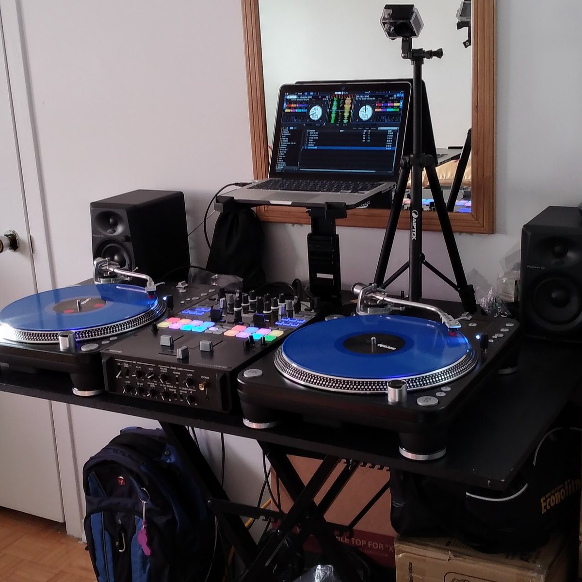 Mini Labo For Scratch  #setup #dj #turntable #love #ing #motivatin #good #vibe #good #live #music #vinyl #vinylrecords #3style #Akasoek700 #enjoy #djms9 #battle #mixer #seratodjpro #speaker #pioneerdj #studio #scratching #good #lookpic.twitter.com/jkQFYLzRAo