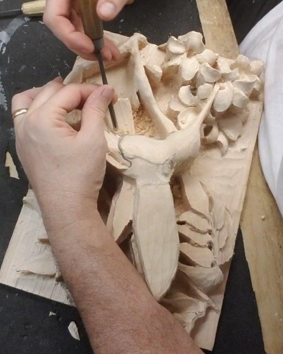 """Quick Repast"" Detailing.. YT: https://www.youtube.com/c/MadcarverWoodCarvings… http://www.madcarver.com Patronage: http://www.patreon.com/madcarver #hummingbird #birds #natureart #wildlife #naturesculpture #birdwatching #birdphotography #tinybirds #woodcarving #howto #reliefsculpture #woodworkingpic.twitter.com/DMj7PZy4Gc"