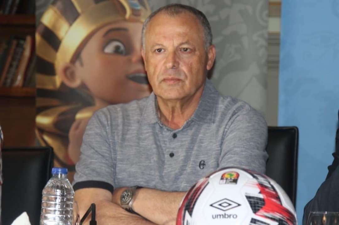 One Year Ago on this Day, #Hany_Abo_Rido resigns as Egyptian 🇪🇬 FA President following shock 1-0 exit for Egypt 🇪🇬 at the hands of the South Africans 🇿🇦 during the #AFCON2019.   Abo Rida has been a huge figure in Egyptian football for years.  @cityfmjuba @kurrasports https://t.co/3qjNHkgSlQ