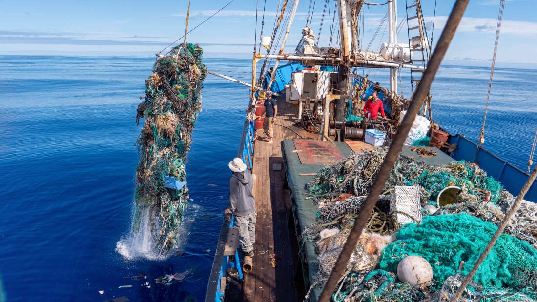 Biggest Ever Ocean Clean-Up Recovers Over 100 Tons Of Plastic Trash And Fishing Nets  https://www. iflscience.com/environment/bi ggest-ever-ocean-cleanup-recovers-over-100-tons-of-plastic-trash-and-fishing-nets/  … <br>http://pic.twitter.com/BO9TsswMXV