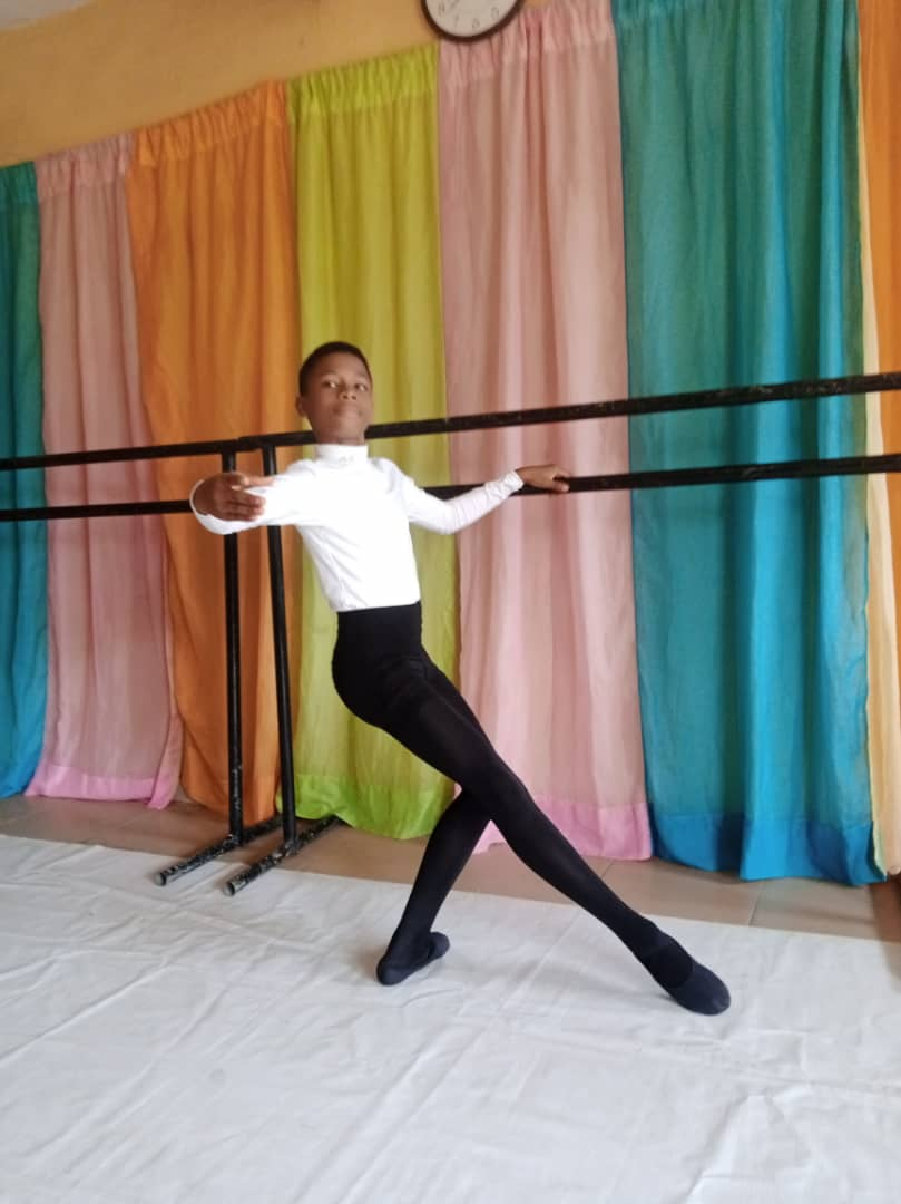 Male ballet growing progressively in Nigeria.  #balletschool #love #nigerianballetschool #maleballetpic.twitter.com/sltqYQBUpD