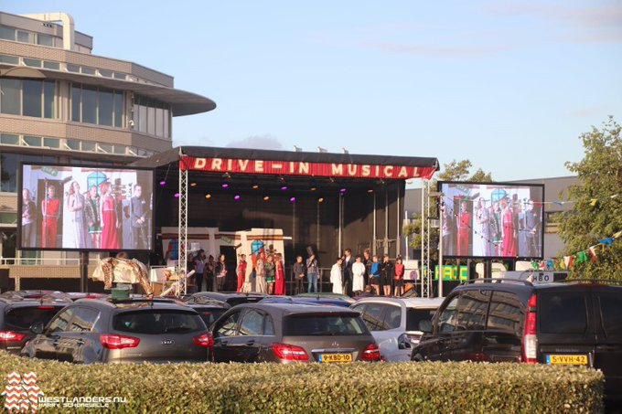 Drive-in musicals groepen 8 bij Westerlee https://t.co/AZiILU4YSg https://t.co/3KRX9pn8ak