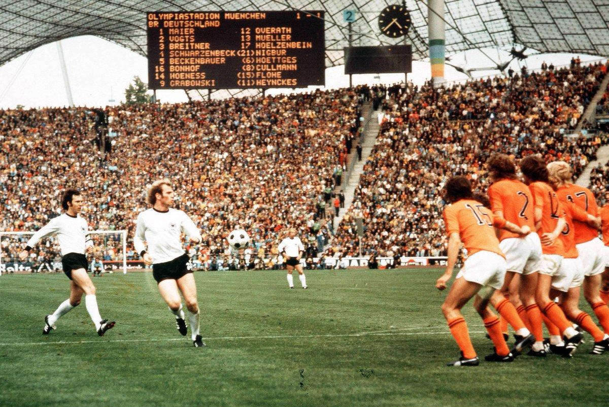 1974 🔙 Heute vor 4️⃣6️⃣ Jahren sind wir zum 2. Mal Weltmeister geworden! 🏆🇩🇪  Die Torschützen beim 2️⃣:1️⃣ im Finale gegen die Niederlande 🇳🇱 waren Paul Breitner und Gerd Müller! 👏  #Throwback #Weltmeister https://t.co/8nfR9haRPx