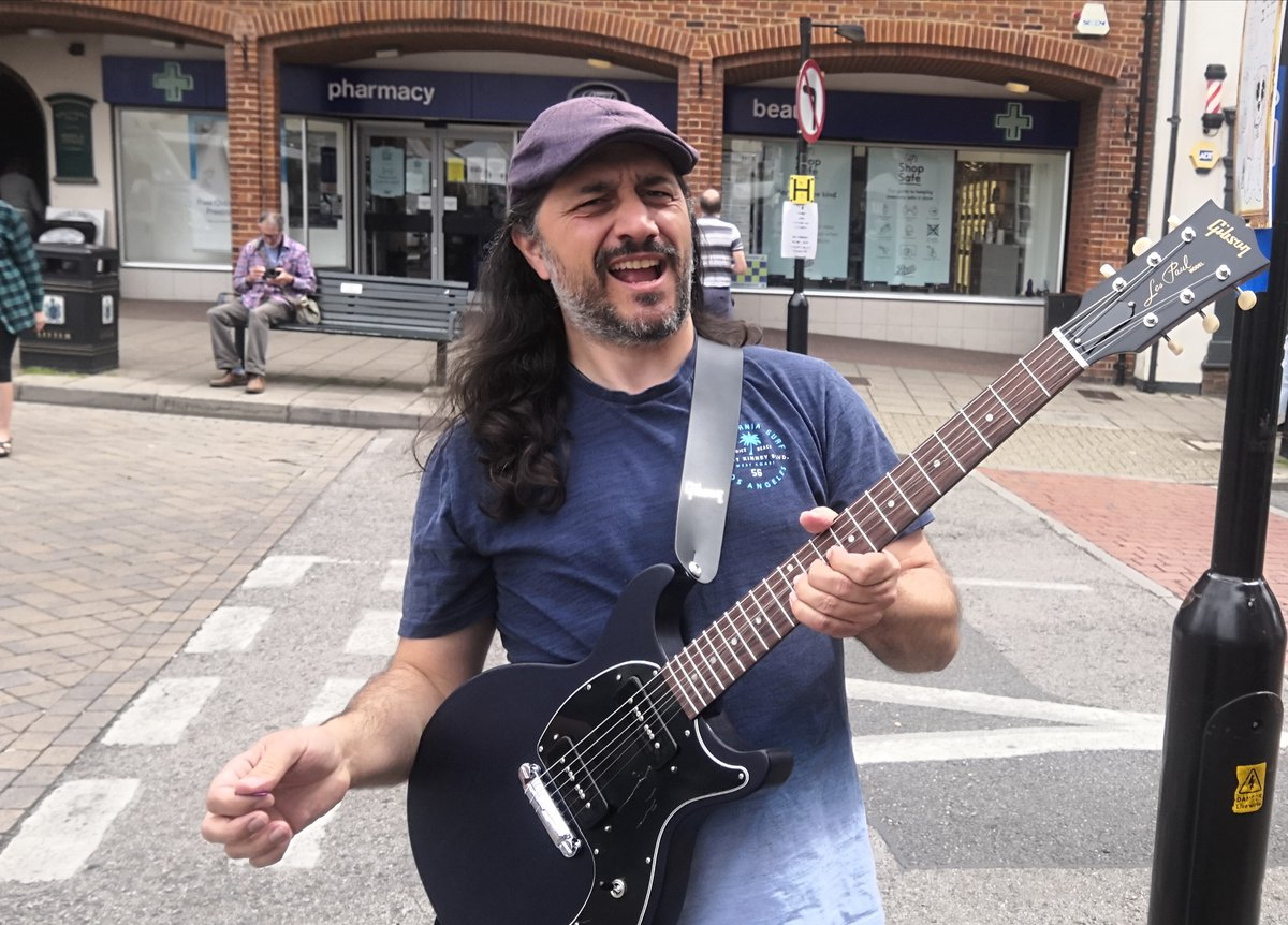 #SaffronWalden Market Place has come alive with the sound of Dirty Harry Guitar (Harry Kalabakakis) <br>http://pic.twitter.com/BGGhIMmUUC