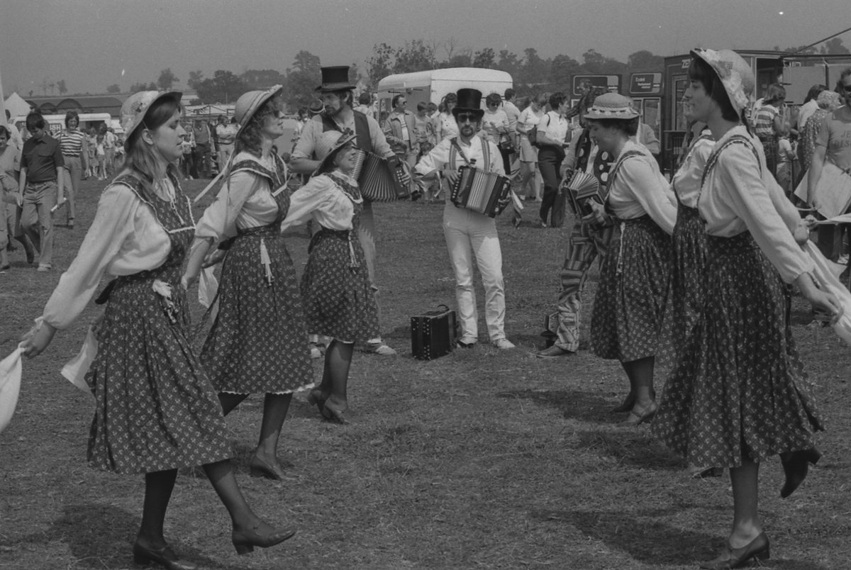 Stepping out at North Crawley Show, July 1982.  Find out how Living Archive MK preserves your local memories here: https://www.livingarchive.org.uk/   #LoveMK #history #heritage #photooftheday #culture #archive #photography #socialphotography #britishculture #1980s #northcrawley #folkdance pic.twitter.com/af88ezrxgX