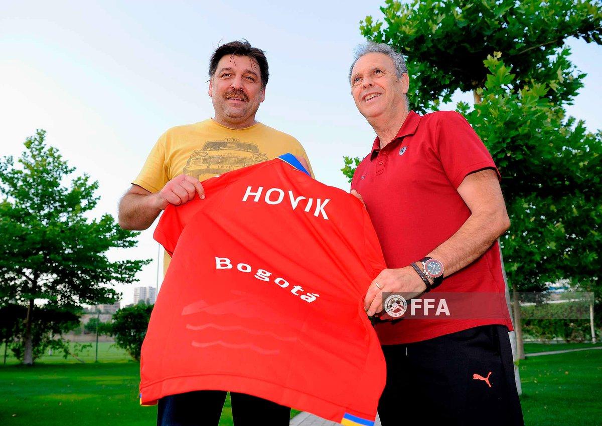 Armenian National team head coach @JoaquinCaparros met with Hovik Keuchkerian, the famous actor of Bogota in trending TV show @lacasadepapel in Armenia🇦🇲  #Armenia #LaCasaDePapel #Bogota #Caparros https://t.co/DCV6DsgVF8