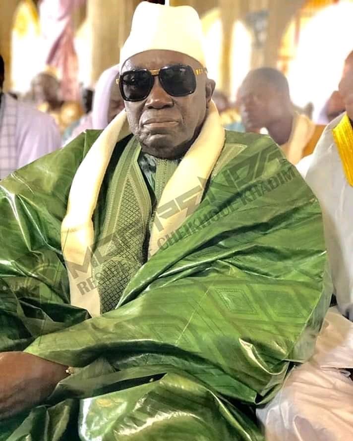 Serigne Aboo mom Serigne Fallou Mbacké yagu fi lool té wér Mbacké balla🙏🙏🙏❤❤❤🙏🙏 https://t.co/ufqnUhuvYS