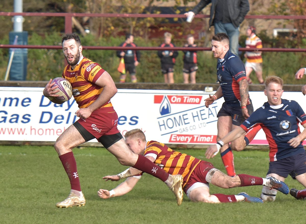 """#Fylde's top scorer in last 4 seasons @Greg_Smith22 re-signs for 20-21. 108 appearances to date, 775 points. @spraggio """"Greg is a key member of the team, kicking match winning goals and making our attack tick over the past four seasons."""" Full details at https://t.co/50MFPZidc6 https://t.co/JYM6I9sQnM"""