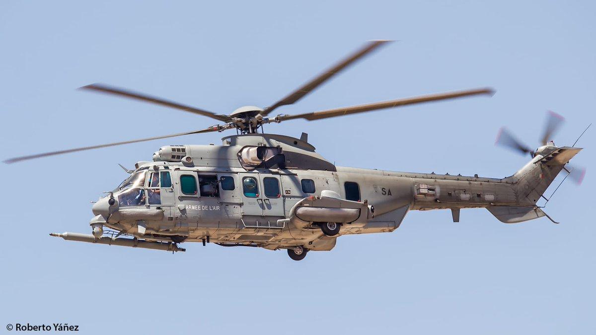 El Tactical Leadership Programme #TLP organiza un curso de vuelo Rescue Mission Commander con #helicópteros @AirbusHeli #Caracal de @Armee_de_lair y #SúperPuma del #Ala48 apoyados por #Eurofighter de #Ala11 #Morón #Sevilla y #Ala14 #Albacete https://t.co/LkVNQhVzY1